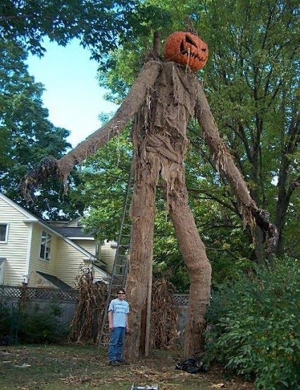 18 Epic Halloween House Decorations